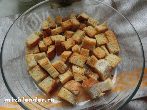 Салат Цезарь с перепелиными яйцами и крутонами, пошаговый рецепт с фото